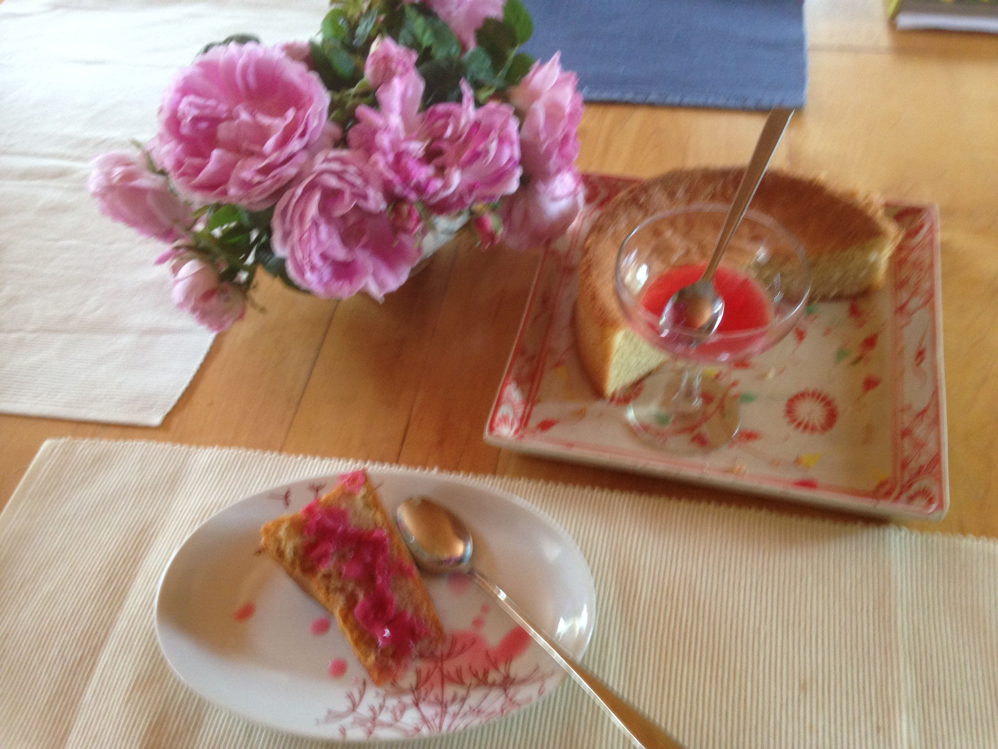 rose cake and jelly